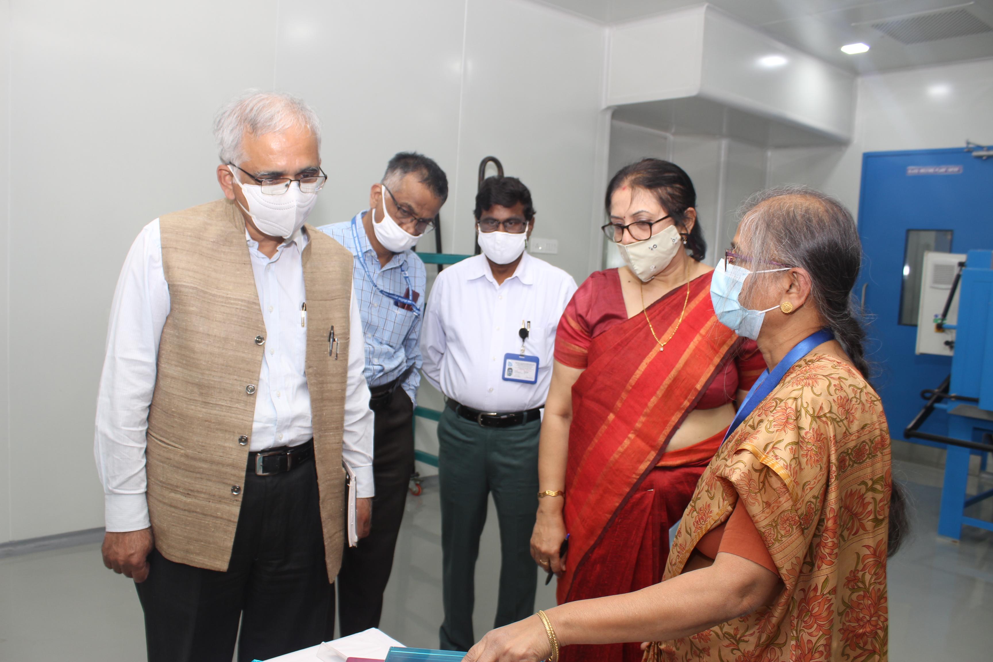 Lab visit of DG CSIR 2