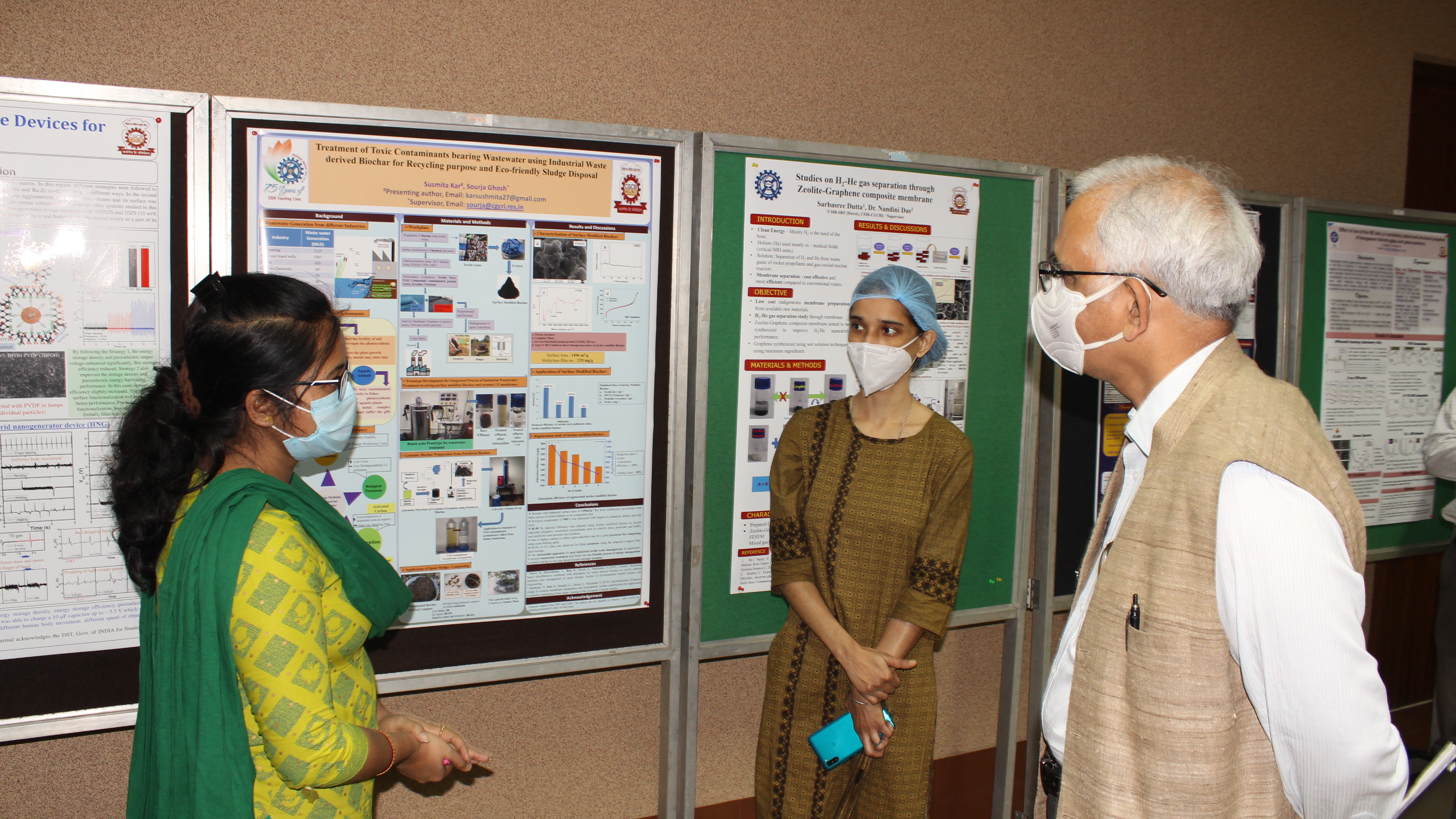 Poster presentation to DG CSIR by the Students