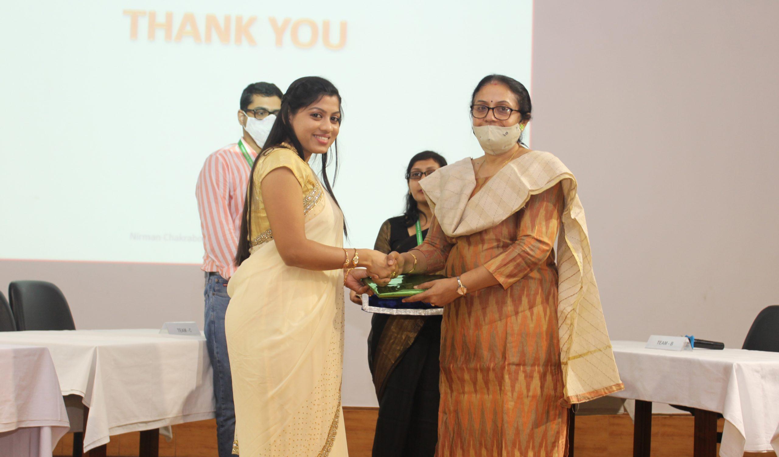 Director presents a memento Ms Karthiga Parthiban, JRF