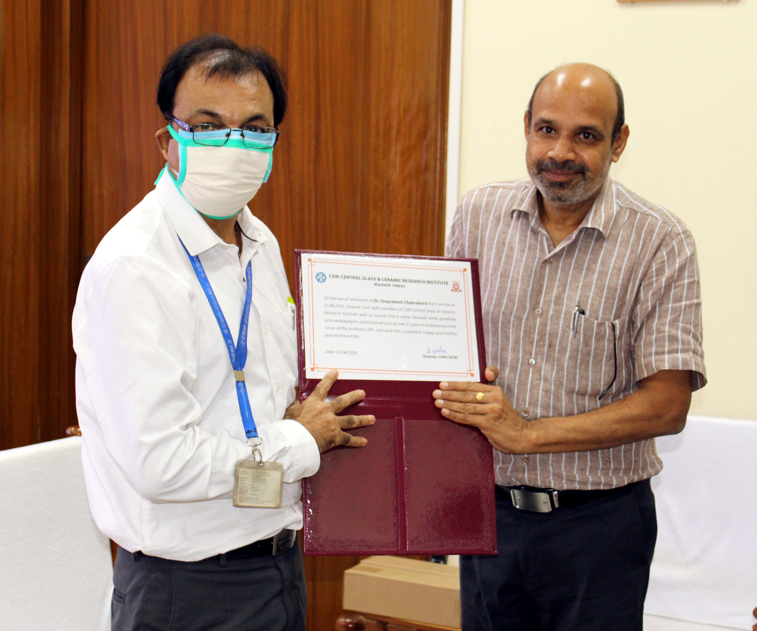 Director presenting the Certificate to Dr Omprakash Chakrabarti, Chief Scientist upon superannuation on 31.08.2020