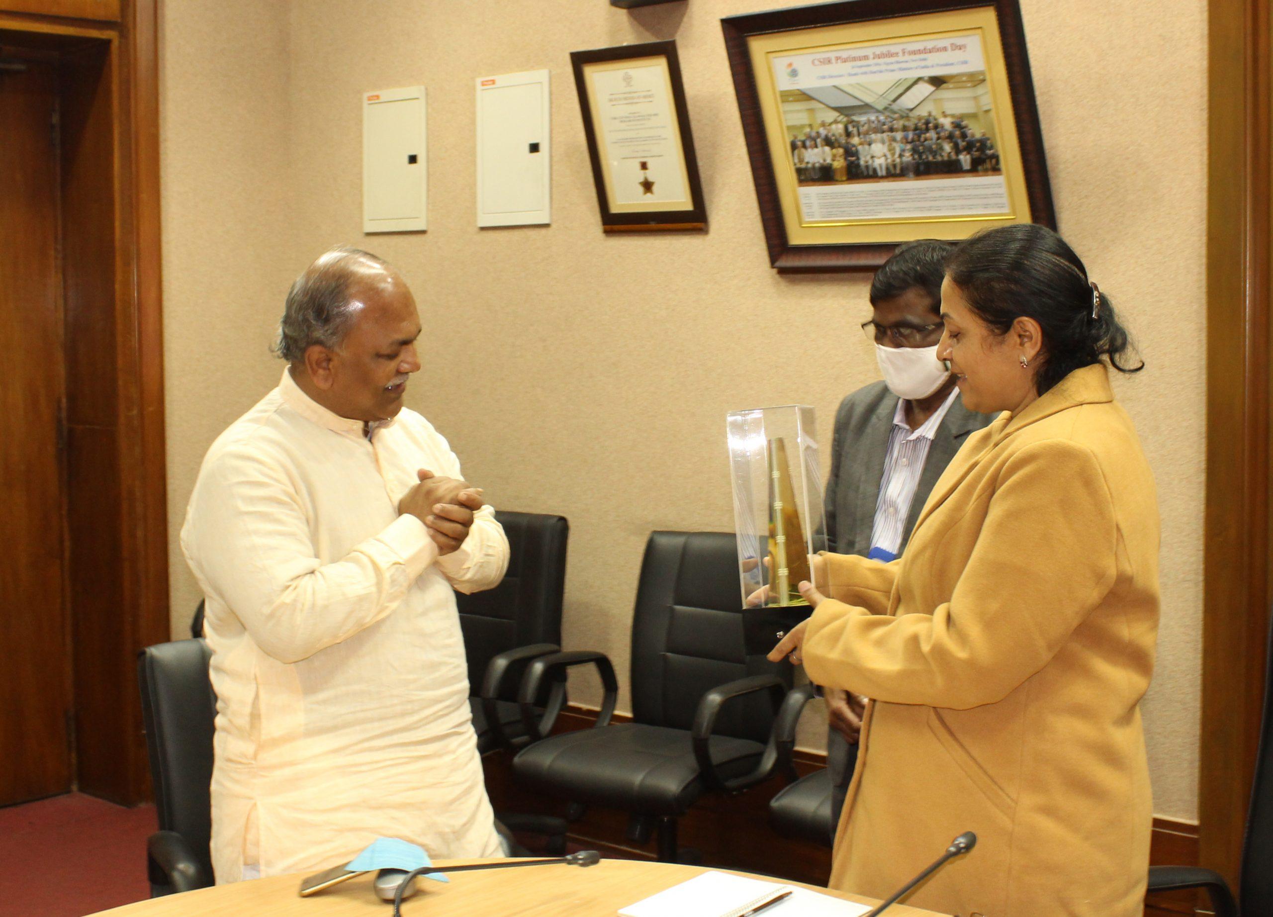 Felicitation of Shri Jayant Sahasrabudhe, National Organising Secretary, VIBHA
