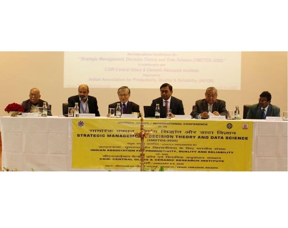 (From Left) Sri SB Bagchi, Chairman IAPQR; Dr K Muraleedharan, Director, CSIR-CGCRI; Dr Tatsuo Oyama, GRIPS, Japan; Sri Debashis Bhattacharjee, TATA Steel; Sri R. Himatsingka, President, IAPQR & Sri Sitendu Mandal, CSIR-CGCRI