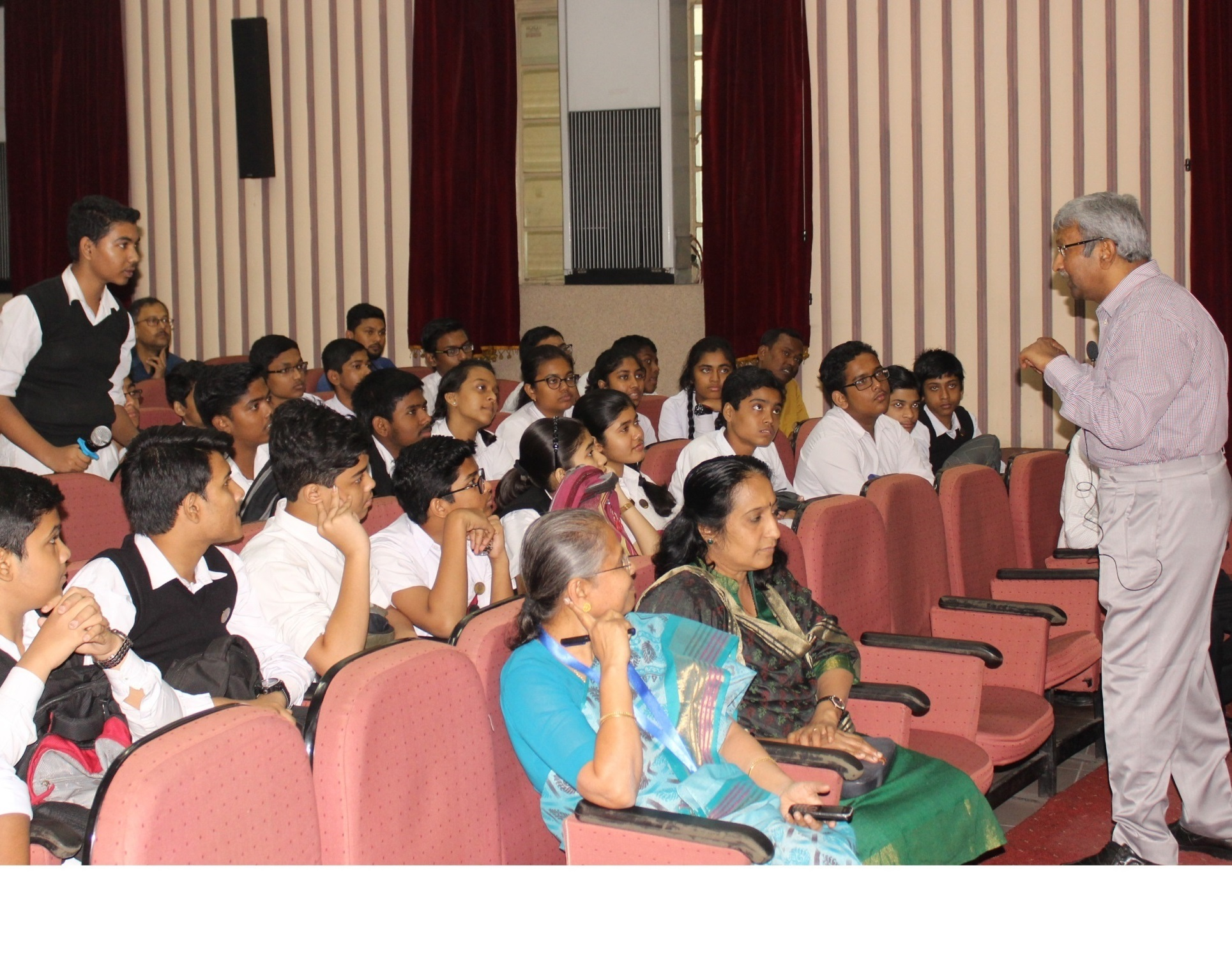 Interaction of Prof. R. K. Mandal with the students during his lecture